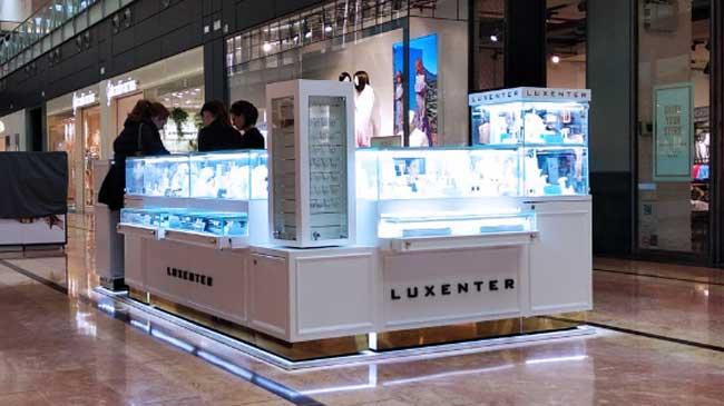 5c4a73ee351f La firma de joyería española Luxenter ha inaugurado este miércoles su  primer punto de venta franquiciado en el centro comercial Nueva Condomina  de Murcia.