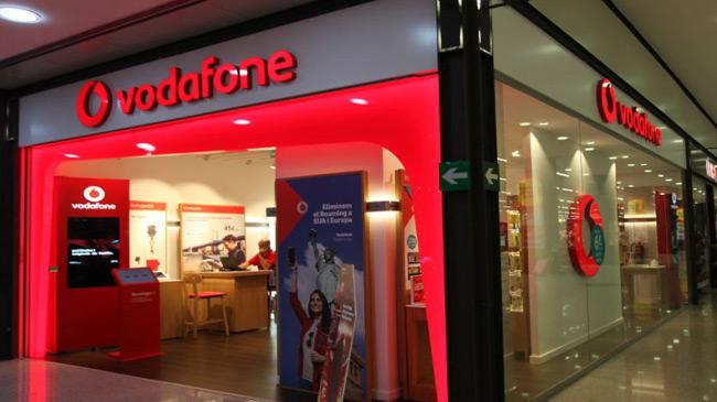 74f067e2b97 Vodafone lanzará a partir de este viernes, día 15, sus primeros servicios  comerciales de 5G y lo hará en 15 ciudades de España, convirtiéndose así en  la ...
